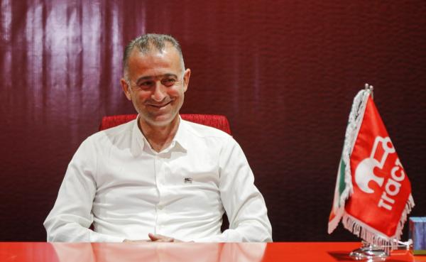 فراز کمالوند از سرمربیگری تراکتور استعفا کرد